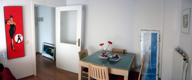 Interiér, izba, stôl, dvere.jpg