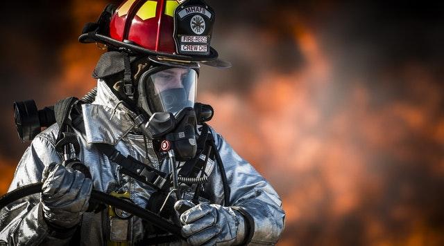 hasič v úbore